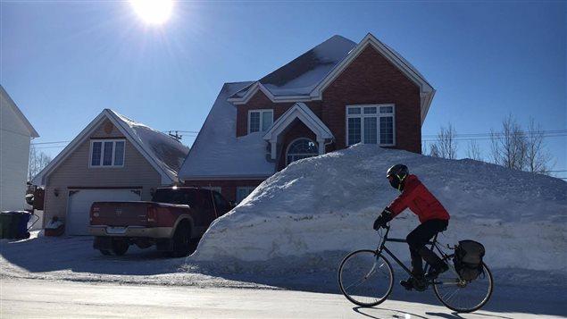 Alexandre Jean pratique le vélo d'hiver à Sept-Îles