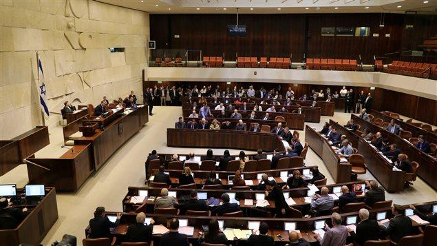 Le parlement israélien a voté un projet de loi controversé permettant à l'État Hébreu de s'approprier plusieurs centaines d'hectares de terres palestiniennes en Cisjordanie.