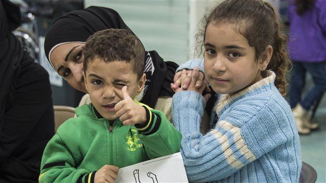 لاجئون سوريون في بيروت قبل سفرهم إلى كندا (أرشيف).
