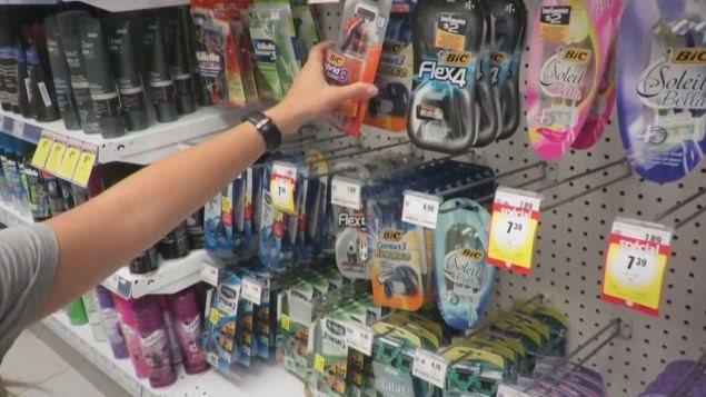 Il y a une différence de prix entre les produits pour femmes et ceux pour hommes.
