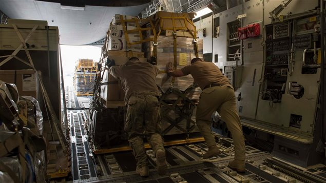 Unloading equipment and supplies on Feb 5, 2017 for Canadian Forces in northern Iraq as part of Operation Impact.