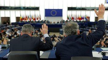 Les membres du Parlement européen ont voté mercredi pour approuver un accord commercial historique avec le Canada. (Vincent Kessler / Reuters)