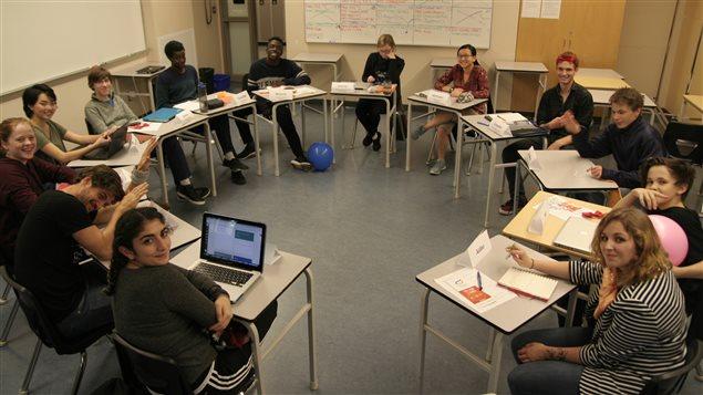 Un conseil étudiant francophone coordonné par le Conseil Jeunesse composé de 13 jeunes des écoles secondaires.