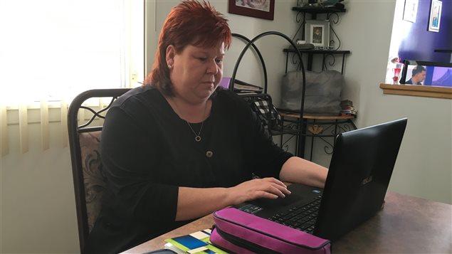 Nadine Lucas, une mère monoparentale de Chandler, a décroché un diplôme d'études professionnelles en comptabilité à 43 ans