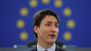 Pour la première fois, un premier ministre canadien prenait la parole au Parlement européen. (Patrick Seeger/EPA)