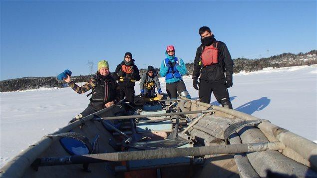 Le canot à glace avec l'équipe «Les Givrés de Sept-Îles»