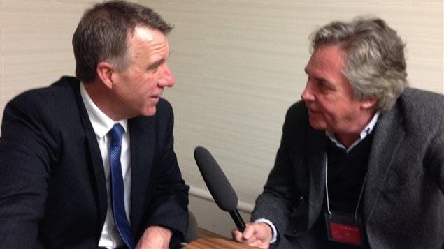 Le gouverneur républicain du Vermont, Phil Scott, en entrevue avec notre journaliste Frank Desoer.