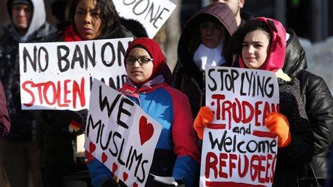 Plusieurs villes canadiennes deviennent des villes sanctuaires pour les réfugiés.