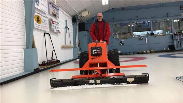 Entretien de la glace du Club de Curling de Sept-Îles avec Gilles Briand