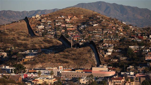 La frontière des États-Unis avec le Mexique à Nogales, Arizona, États-Unis.