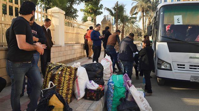عائلات مصرية مسيحية نزحت من مدينة العريش في شمال شرق سيناء هرباً من تهديدات تنظيم