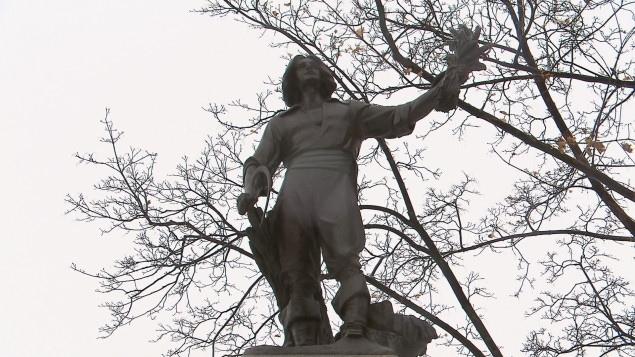 Une statue de Louis Hébert trône dans le parc Montmorency dans le Vieux-Québec.