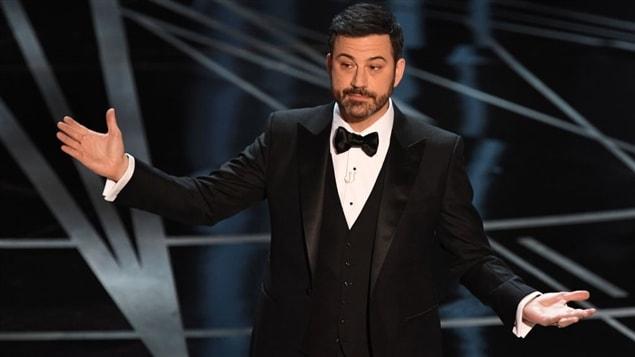 L'animateurs de la cérémonie des Oscars 2017, Jimmy Kimmel, a distribué des bonbons aux membres de l'assistance.