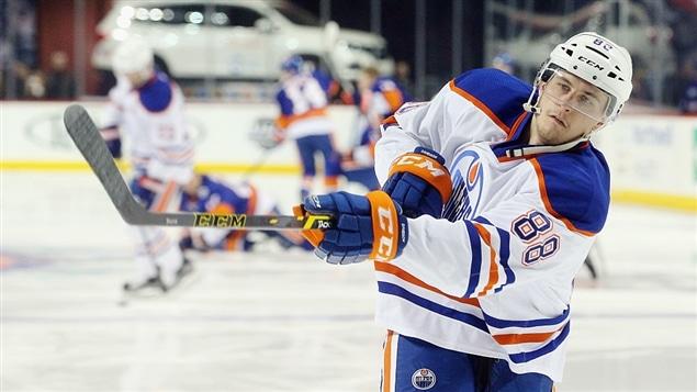 Le Canadien a obtenu Brandon Davidson des Oilers d'Edmonton en échange du centre David Desharnais.