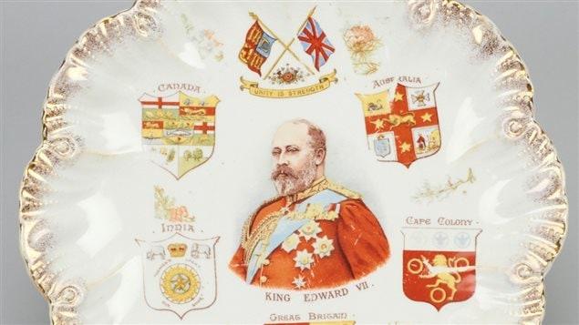 Assiette de porcelaine montrant le roi Édouard VII