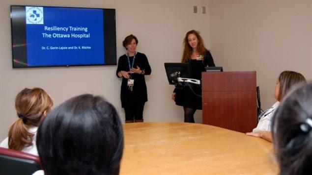 渥太华医院为医护人员提供心理抗压培训