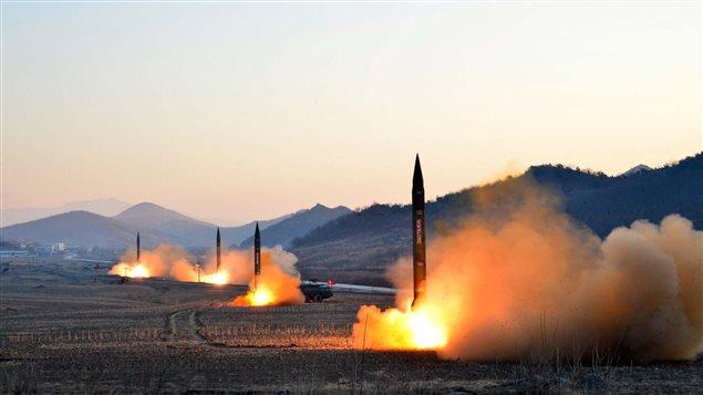 Cette photo de missiles ballistiques lancés en zone japonaise par la Corée du Nord a été dévoilée le 7 mars 2017 par la North Korea's Korean Central News Agency (KCNA).