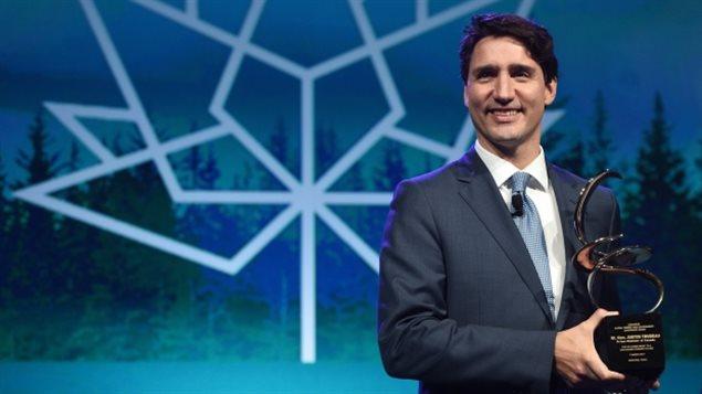 Le Premier ministre Justin Trudeau reçoit le prix du leadership mondial en matière d'énergie et d'environnement de la CERAWeek à Houston, au Texas.
