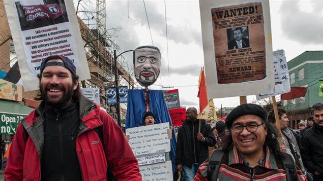 Raúl Gatica en menifestación por los derechos de los migrantes.