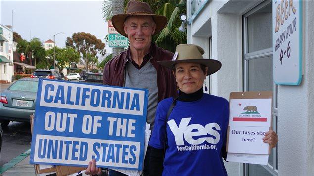 Des militants du CALEXIT, mouvement indépendantiste californien, en campagne à Carlsbad, entre Los Angeles et San Diego.