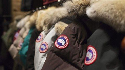 Fondée à Toronto il y a 60 ans, Canada Goose a la réputation de fabriquer certains des manteaux les plus chauds pour la saison froide. Ses vêtements sont appréciés tant des randonneurs en Antarctique que des amateurs de mode.