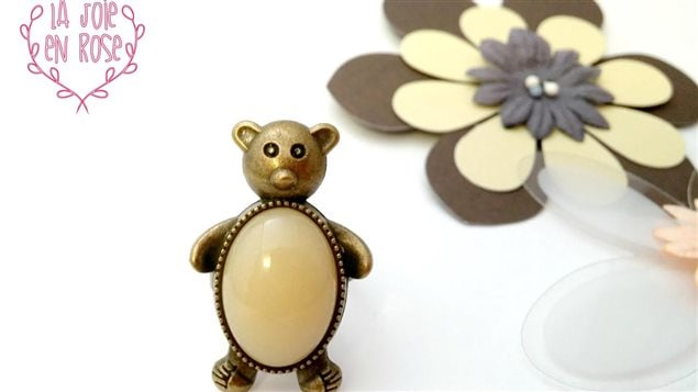 Bijou (ourson) de Karine Lajoie fabriqué avec du lait maternel