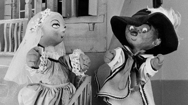 Les marionnettes Capucine et Pépinot dans le décor de l'émission Pépinot