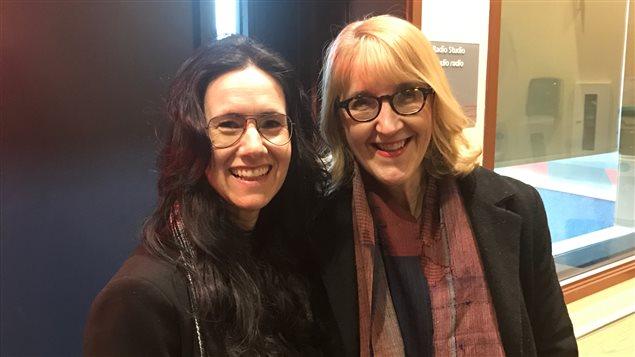 Les poètes d'Edmonton Josée Thibeault (gauche) et Pierrette Requier.