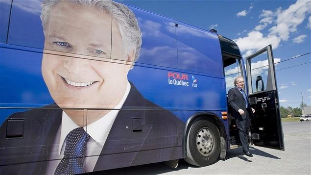 Un autobus électoral du Parti libéral du Québec en 2012