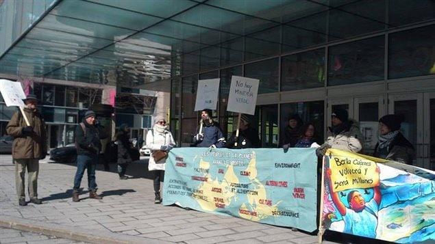 Centroamericanos manifiestan en Canadá contra la industria minera canadiense sus países.