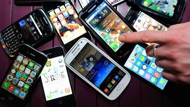 Plusieurs téléphones intélligents