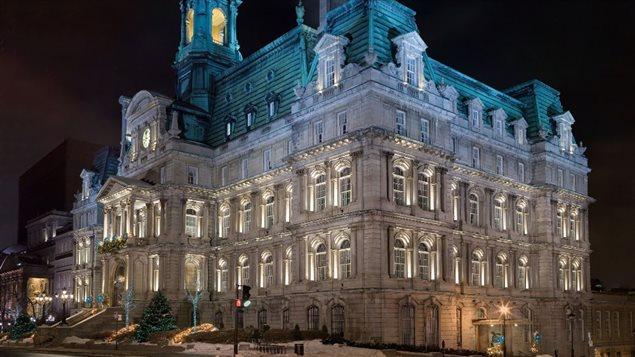 La Ville de Québec retirera les ampoules DEL de 4000 kelvins (K) de ses quartiers résidentiels. Au total, 4000 ampoules du genre ont été installées sur le territoire de la Ville de Québec depuis 2015. À Montréal, 1909 lampes DEL de 4000 K avaient déjà été installées, dont 1496 dans des secteurs résidentiels et remplacées – au coût de 1000 $ l'unité!