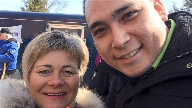 Charlotte Audet, conseillère municipale de Sept-Îles et Jonathan Pinette-Grégoire, directeur du Centre d'amitié autochtone de Sept-Îles, à Val D'Or