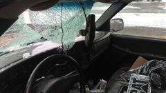 Un morceau de glace est venu s'écraser contre le pare-brise d'un automobiliste.