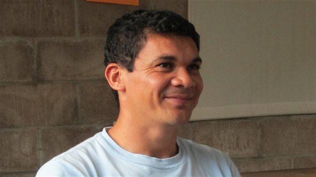 Oscar Beltrán, director de la Radio comunitaria Victoria en El Salvador.
