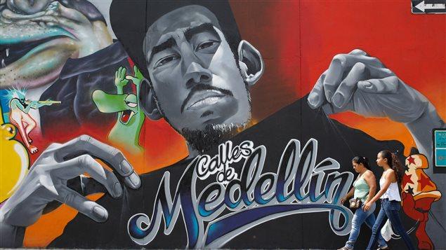 Peinture murale dans une rue de Medellin.