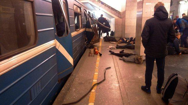 Au moins dix personnes ont été tuées et des dizaines d'autres, blessées dans une explosion qui s'est produite dans le métro de Saint-Pétersbourg.
