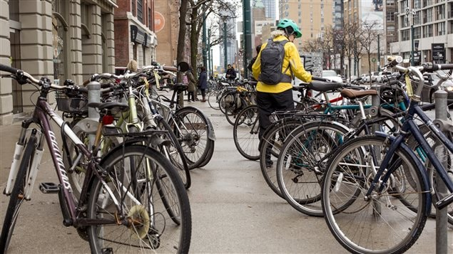 Cycling to work is good for a person's health and good for the environment, say doctors.