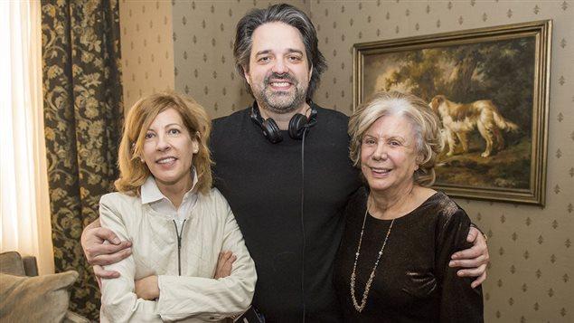 Le réalisateur Alexis Durand-Brault entouré des actrices Denise Filiatrault et Sophie Lorain.