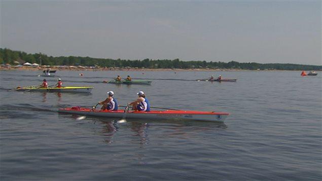 Compétition d'aviron sur le lac Saint-Jean