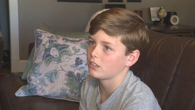 Air Canada a présenté ses excuses à la petite famille de l'Île-du-Prince-Édouard dont le garçon de 10 ans, Cole Doyle, a été exclu de la liste des passagers pour cause de surréservation. (Nicole Williams / CBC)