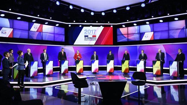 Les 11 candidats à la présidentielle française lors d'un débat télévisé.