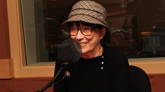 La comédienne Monique Miller, dans le studio de REné Homier-Roy