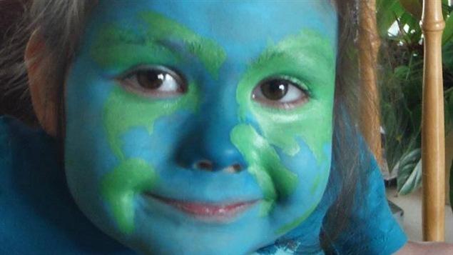 Maya Tardif affiche fièrement son amour pour sa planète!