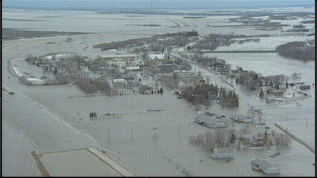 Les inondations de 1997 au Manitoba ont transformé la vallée de la rivière Rouge en un gigantesque lac.