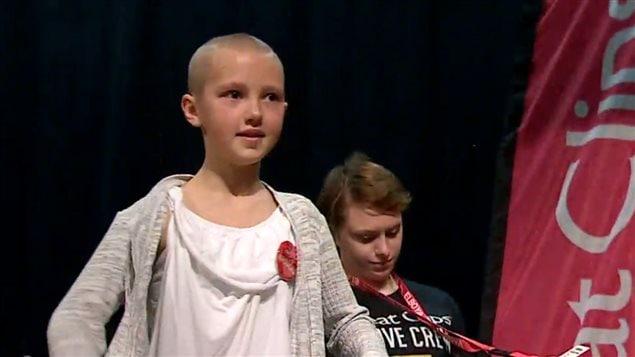 已失去妈妈,不能再失去哥哥:卡尔加里9岁女孩为患癌症的哥哥剃光头捐款 ...
