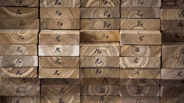 ألواح من الخشب معدّة لأغراض صناعيّة