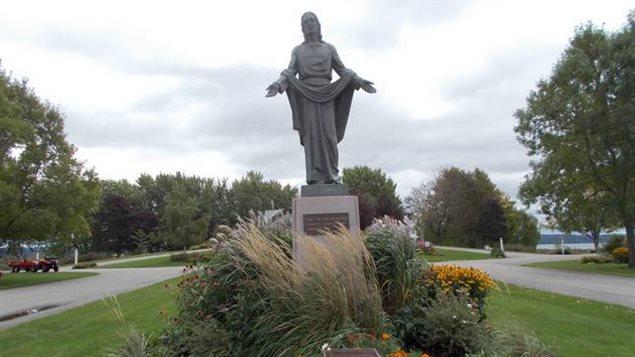 Le cimetière Les Jardins Québec se trouve près du fleuve Saint-Laurent.
