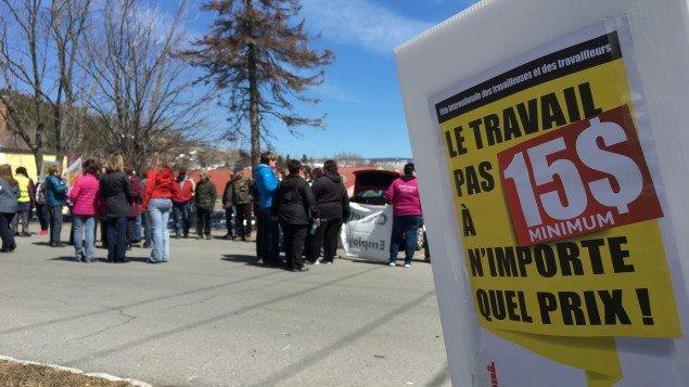 Rassemblement en mai dernier au Cégep de Gaspé au Québec pour réclamer l'augmentation du salaire minimum à 15 dollars l'heure.