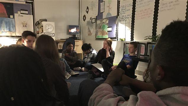 Des élèves de la 8e année à l'École Précieux-Sang